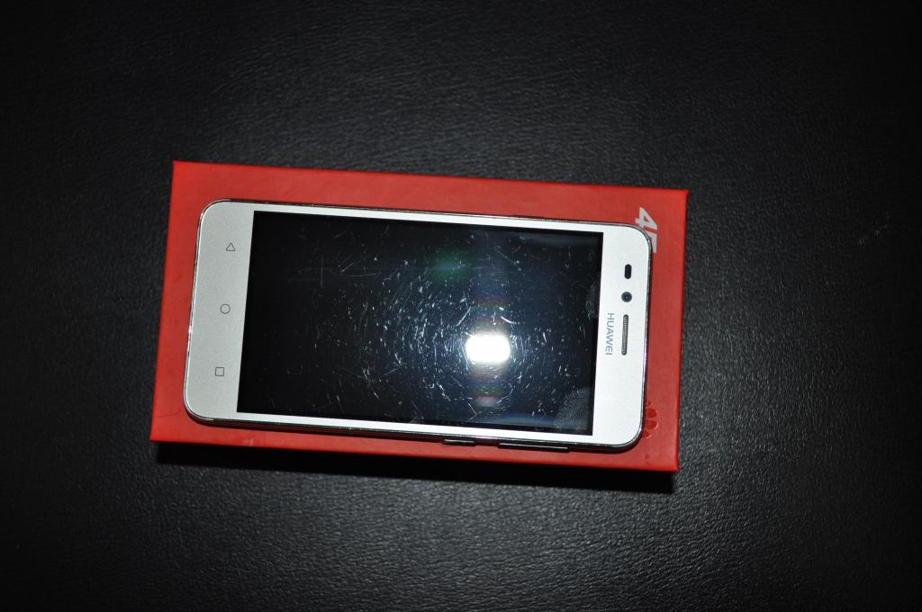"Huawei Y3 II (LUA-L21) 4,5"" В хор.сост"