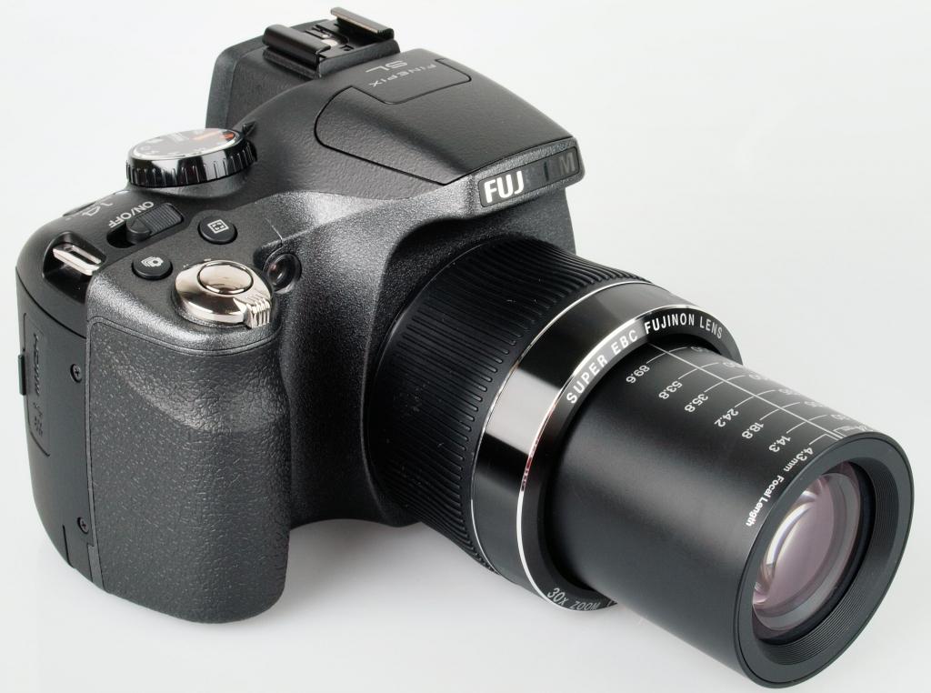 Fujifilm FinePix SL300 14мрх,ультразум 30-х